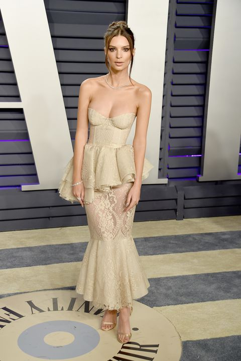 oscars-2019-after-parties-emily-ratajkowski-1551079838.jpg